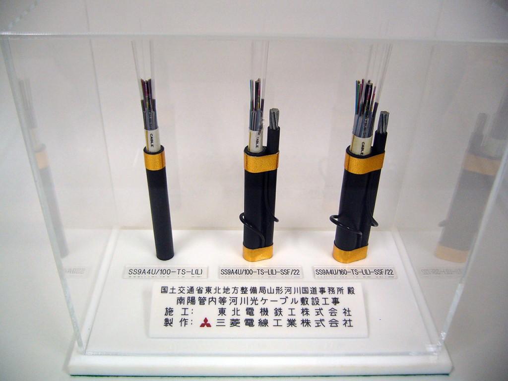 通信設備工事の光ケーブル